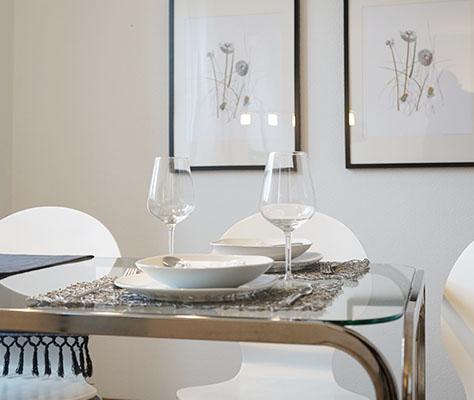 Nahaufnahme gedeckter Tisch